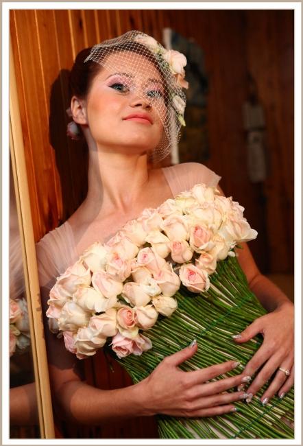 שמלת פרחים חיים